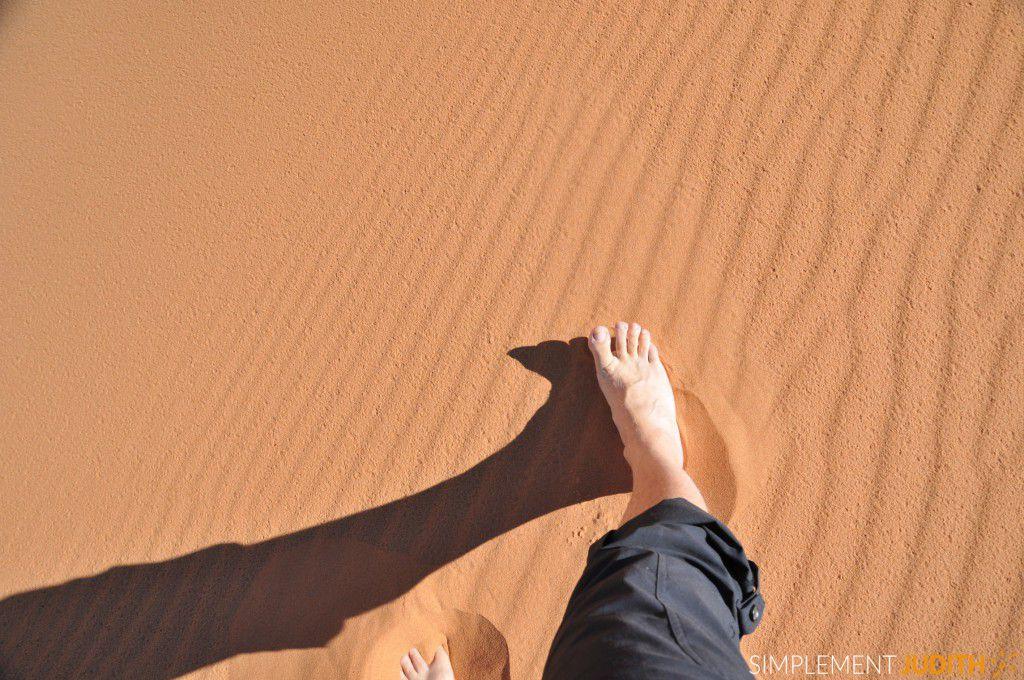 desert Erg Chebbi Jean pieds vagues